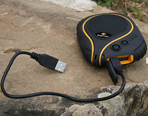 RugGear-PowerBank-outdoor-daytime